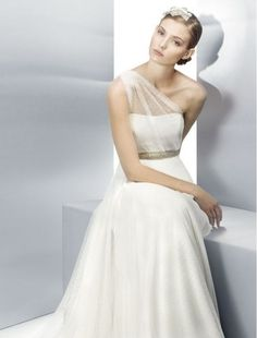 One Shoulder Wedding Dress | weddingfeshion.com