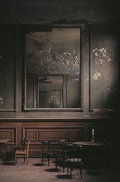 Redhouse.ca | Old walls. sylvain-emmanuel | 35mm.