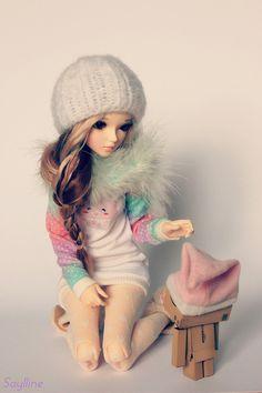 resinviiirus:  [ Minifee Chloe ] Jade by Saylline ♥ on Flickr.  Adorable! Love her wig and that sweater!