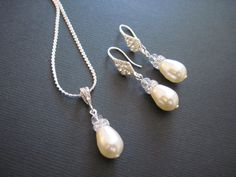 Hey, I found this really awesome Etsy listing at https://www.etsy.com/listing/124584356/swarovski-crystal-pearl-jewelry-set