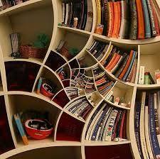 Ausgefallenes bücherregal  sehr modernes Bücherregal // modern bookshelf | Rund um die ...