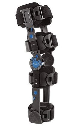 DEROYAL WARRIOR RECOVERY POST-OP KNEE BRACE - Designed to prevent forward movement of the shin in relation to the thigh bone, to prevent hyperextension and causing knee joint instability, suitable for post-operative knee stabilisation and rehabilitation.