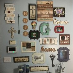 Love this farmhouse /rustic Gallery Wall Idea