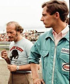 Un joven Ron Dennis con Colin Chapman (Dennis era mecánico de Jack Brabham)