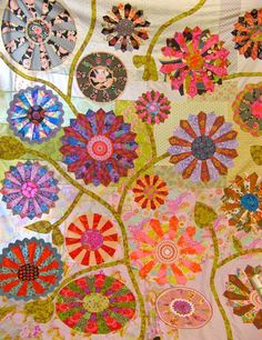 Kathy Doughty at Quilting on the Downs teaching her fabulous quilt – Garden Party