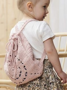 Ravelry: Summer Backpack pattern by Lea Petäjä Crochet Hooks, Free Crochet, Knit Crochet, Crochet Backpack Pattern, Picnic Items, Crochet Handbags, Crochet Bags, Summer Bags, Knitted Bags