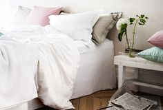 pink and Blue pillows Neutral Bedrooms, White Bedrooms, Pastel Decor, Pastel Pink, Pink Pillows, Interior Inspiration, Bedroom Inspiration, Finding A House, Grey Walls