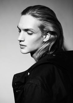 Image Collection Week 5, Androgynous Features 8 images of androgynous faces 4 men
