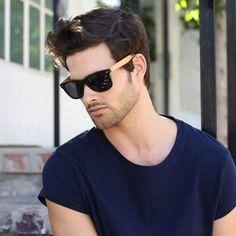 e11f13fc37 Óculos de sol masculino wayfarer e de vários formatos, tamanhos e marcas!  Estilo, tendência e personalidade! Confira os modelos disponíveis na Óculos  Shop!