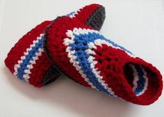 Pantoufles Canadiens de Montréal Montreal Canadiens, Crochet Diy, Crochet Hats, Hockey Birthday Parties, Crochet Christmas Hats, Knitted Slippers, Womens Slippers, Crochet Patterns, Etsy