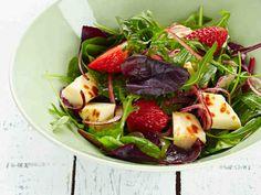 Leipäjuustosalaatti ja mansikkakastike Fruit Salad, Cobb Salad, Sprouts, Potato Salad, Salads, Potatoes, Keto, Vegetables, Ethnic Recipes