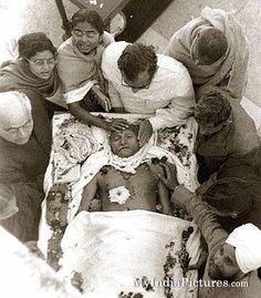 Mahatma Gandhi After Death Rare Original Real Unseen Photo : India Pictures - Funny India Pics & Photos