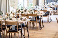 wedding Austria, Kalandahaus, long dinner table, vineyard photo: weddingreport.at Wedding Set Up, Chic Wedding, Wedding Table, Planer, Austria, Table Settings, Table Decorations, Furniture, Home Decor
