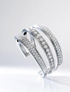 Diamond cuff bracelet, 'Mon Bracelet', Suzanne Belperron, 1942 37,000 — 50,000 CHF 41,712 - 56,368USD Lot. Vendu 158,600 CHF (178,799 USD)