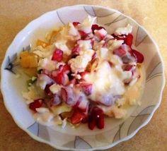 Фруктовый салат с клубникой – нежный, легкий и очень аппетитный, готовится на скорую руку.