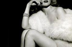 Classy but Sexy Vintage Boudoir Photo Inspiration - Beautiful Vintage Boudoir Photos - Photos