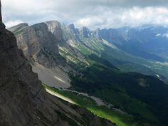 Vercors, vue plongeante sur les falaises des Hauts plateaux
