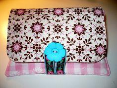 Taschentuch Tasche mit Klappe und Knopf. Zu finden in meinem Shop