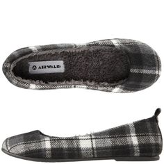 Blizzard Cozy Slip-on, I think I need these! Comfy Shoes, Cute Shoes, Shoes For Less, Best Handbags, Fashion Beauty, Womens Fashion, Designer Shoes, Shoe Boots, Slip On