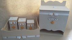 Kit Higiene personalizado:  1 abajur  1 porta fraldas  1 bandeja  3 potes  1 caixa organizadora (Brinde)    Modelo unissex - é lindo, discreto e muito delicado!!    E com entrega super rápida, apenas 8 dias para produção.    Podemos alterar a cor, se desejar.  Oferecemos a opção de FRETE COM DESC...