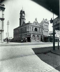 Newtown Post Office on the corner of King St and Erskineville Rd in 1900. •State Records of NSW•