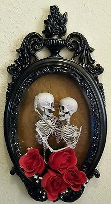 Halloween 3D Elegant Skeleton Couple Embracing - Shadow Box Haunted House Prop