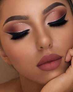 Wow, we're just obsessed with make-up collections by Too Faced! This Sam … – Prom Make-Up Ideas Makeup Eye Looks, Cute Makeup, Gorgeous Makeup, Party Makeup, Wedding Makeup, Amazing Makeup, Peach Makeup Look, Black Bridal Makeup, Light Eye Makeup