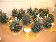Christmas Gifts For Parents, Kids Christmas Ornaments, Homemade Christmas Cards, Christmas Candles, Christmas Art, Christmas Centerpieces, Kids Crafts, Pine Cone Crafts, Diy Weihnachten