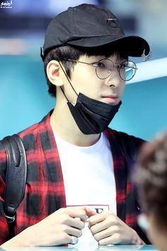 160912 SEVENTEEN Wonwoo at Taiwan Airport Departure by @saint_ww Seventeen Memes, Seventeen Wonwoo, Seventeen Debut, Woozi, Jeonghan, Click Your Heart, Hip Hop, Won Woo, Meanie