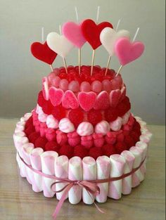 Be my Valentine Candy Cake Italian Cream Cheese Cake, Cake With Cream Cheese, Cupcakes, Cupcake Cakes, Bar A Bonbon, Valentine Cake, Valentines, Chocolate Bouquet, Candy Bouquet