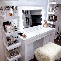 PAYDAY Up to discount Why not give yourself or your loved one a treat? - Wohnaccessoires - Your HairStyle Bedroom Decor For Teen Girls, Room Ideas Bedroom, Girl Bedroom Designs, Teen Room Decor, Girl Bedrooms, Silver Bedroom Decor, Bedroom Inspo, Bed Room, Makeup Room Decor