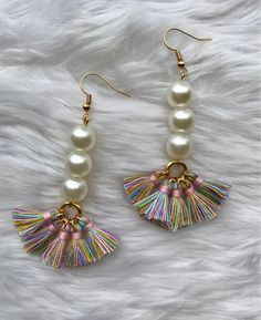 As you go on your precious jewelry making journey, you'll discover that you will typically encounter wires. Precious jewelry makers, the creative lot, have actually discovered lots of methods to integrate them in pieces in different methods. Tassel Jewelry, Wire Jewelry, Jewelry Crafts, Beaded Jewelry, Jewelery, Silver Jewelry, Jewelry Ideas, Jewellery Box, Silver Ring