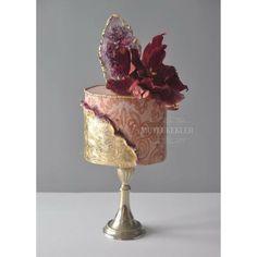 My Mutli technic sharp adge cake class cake by Ece Akyildiz -