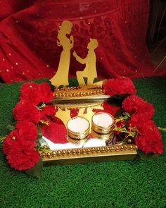 Show your creativity by creating a beautiful engagement ceremony plate with these gorgeous plate decoration ideas for engagement. Diy Wedding Ring, Ring Holder Wedding, Wedding Pins, Wedding Stage Decorations, Engagement Decorations, Flower Decorations, Engagement Ring Platter, Indian Engagement Ring, Shadi Card