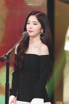 Irene off-shoulder dress Seulgi, My Beauty, Asian Beauty, Irene Red Velvet, Celebs, Celebrities, Beautiful Asian Girls, Girl Crushes, Asian Woman