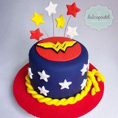 Mujer Maravilla,--Wonder Woman cake