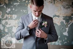 Groom pictures at The Standard in downtown Knoxville by Amanda May Photos