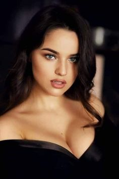 Most Beautiful Faces, Beautiful Eyes, Gorgeous Women, Beauty Full Girl, Dark Beauty, Elegantes Outfit, Actrices Hollywood, Beauty Portrait, Cute Girl Face