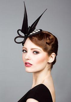 R1493 - Stripe straw headpiece with arrows feathers