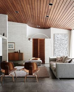 Mid Century Living Rooms Designs Ideas - Browse midcentury modern living room enhancing ideas and furniture designs. Discover design ideas from a range of midcentury contemporary living rooms, . Mid Century Modern Living Room, Mid Century House, Mid Century Modern Design, Modern House Design, Modern Interior Design, Mid Century Interior Design, Mid Century Modern Lighting, Natural Modern Interior, Midcentury Modern Interior