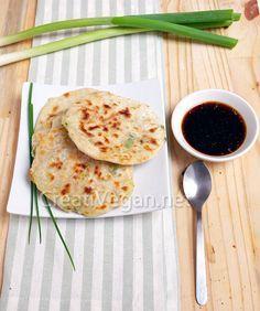 Tortitas chinas de cebolleta.- hacerlas también con aceite de oliva, aceitunas negras y tomillo.