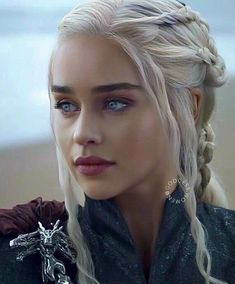 Game of Thrones - Daenerys Targaryen Dessin Game Of Thrones, Arte Game Of Thrones, Emilia Clarke Daenerys Targaryen, Game Of Throne Daenerys, Daenerys Targaryen Art, Game Of Thrones Khaleesi, Queen Of Dragons, Mother Of Dragons, Beautiful Eyes