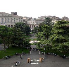 Le opere dello scultore Paolo Tosti a Verona, in Piazza Bra