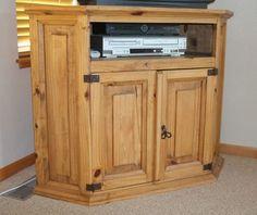 Corner cabinet / TV stand - Pine