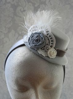 this is a little hat that you can wrap around and walla you a feather,some bows,and little sparkle Tea Hats, Tea Party Hats, Fascinator Hats, Fascinators, Headpieces, Funky Hats, Cool Hats, Tea Party Attire, Tea Party Birthday