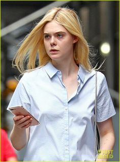 elle fanning and her mom are two peas in a pod 01