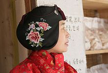 Ayam(Jobawi)  Many women put Ayam on the head wearing the Saenghwal Hanbok(modern-style Hanbok) nowadays. It covers the forehead to ward off the cold. There is also Ieom to protect the ears against the cold. They were used from the Joseon Dynasty(1392 – 1910).