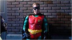 'Powerless': Alan Tudyk se viste de Robin en las nuevas imágenes de la comedia de NBC