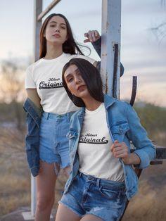 Super cooles Köln Shirt für geborene Kölner. Die perfekte Geschenkidee für Menschen, die in Köln gebogen sind.   #köln #kölneroriginal #kölnliebe #heimatstadt #fashion #germanfashion #kölnsprüche #girls Best Friends T Shirt, Elephant Face, Denim T Shirt, We Wear, How To Wear, Vogue, Coton Bio, Clothing Company, Clothing Apparel