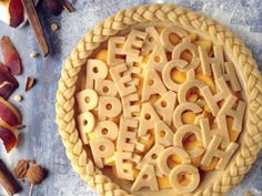 16 Intricate Pie Crusts That Are (Almost) Too Pretty to Eat Intricate pie crusts: peach pie with alphabet crust topping Pie Dessert, Dessert Recipes, Beautiful Pie Crusts, Pie Crust Designs, Pie Decoration, Pies Art, Pie Tops, Pie Crust Recipes, Just Desserts